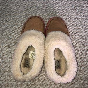 Girls completely fur lined tan shoes.